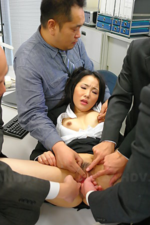 Ai Mizushima loves some nasty group sex action