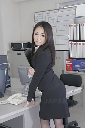 Beautiful Ai Mizushima really loves posing