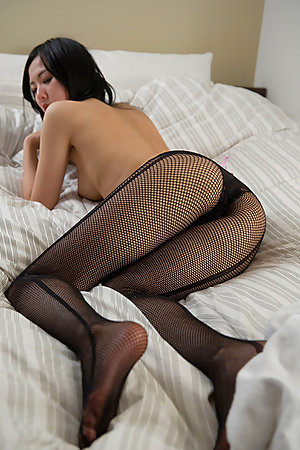 Natsuki Yokoyama wearing pantyhose as she kind of dry-humps the pillow