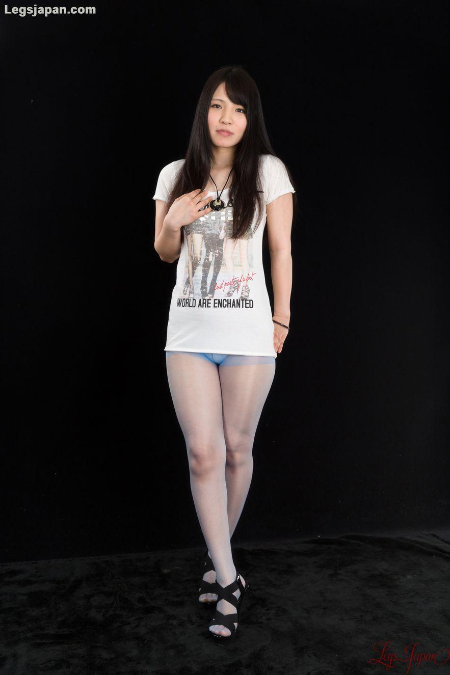 Dark-haired JAV goddess Sana Iori flaunting her pantyhose